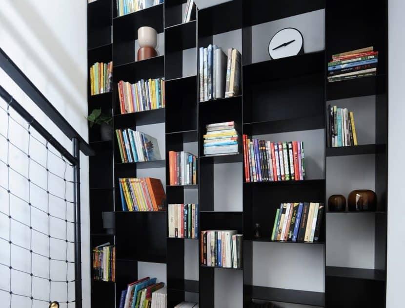ספריה מברזל שחור
