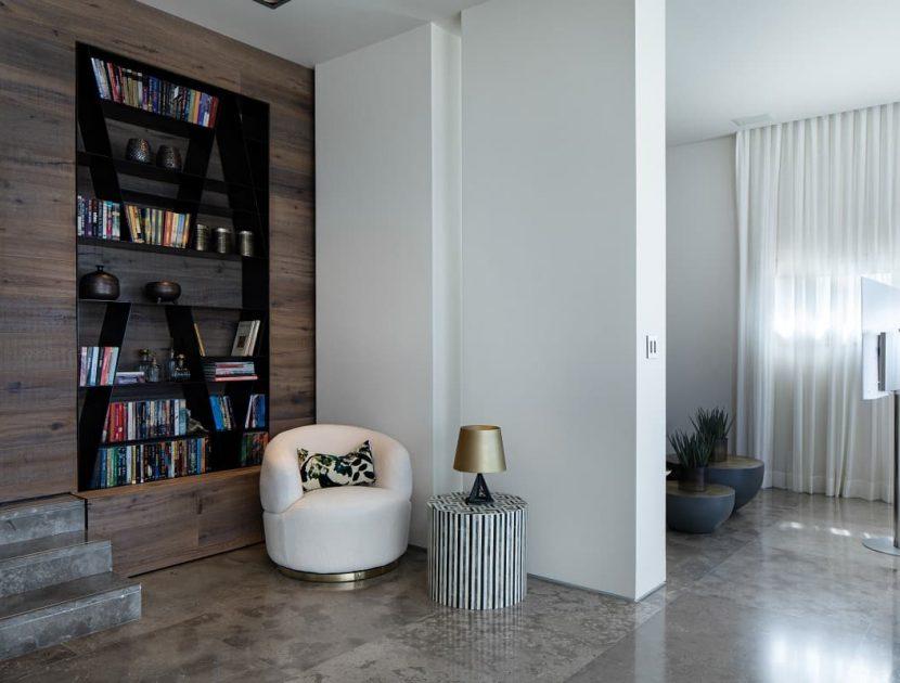 ספריית ברזל שחור בעיצוב אישי